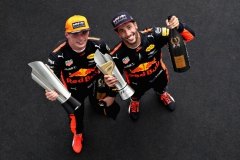 KUALA LUMPUR, MALAYSIA - OCTOBER 01: Race winner Max Verstappen of Netherlands and Red Bull Racing celebrates with third place finisher Daniel Ricciardo of Australia and Red Bull Racing on the podium during the Malaysia Formula One Grand Prix at Sepang Circuit on October 1, 2017 in Kuala Lumpur, Malaysia. (Photo by Mark Thompson/Getty Images) // Getty Images / Red Bull Content Pool // P-20171001-00545 // Usage for editorial use only // Please go to www.redbullcontentpool.com for further information. //