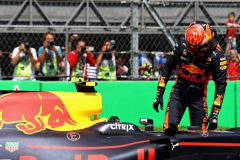 MEXICO CITY, MEXICO - OCTOBER 28: Second place qualifier Max Verstappen of Netherlands and Red Bull Racing climbs out of his car in parc ferme during qualifying for the Formula One Grand Prix of Mexico at Autodromo Hermanos Rodriguez on October 28, 2017 in Mexico City, Mexico. (Photo by Mark Thompson/Getty Images) // Getty Images / Red Bull Content Pool // P-20171028-01195 // Usage for editorial use only // Please go to www.redbullcontentpool.com for further information. //