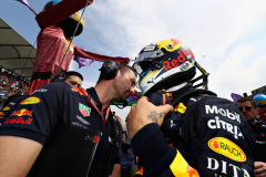 MEXICO CITY, MEXICO - OCTOBER 28: Daniel Ricciardo of Australia and Red Bull Racing talks with race engineer Simon Rennie on the grid before the Formula One Grand Prix of Mexico at Autodromo Hermanos Rodriguez on October 28, 2018 in Mexico City, Mexico.  (Photo by Mark Thompson/Getty Images) // Getty Images / Red Bull Content Pool  // AP-1XBGS43212111 // Usage for editorial use only // Please go to www.redbullcontentpool.com for further information. //