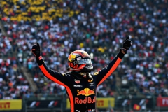 MEXICO CITY, MEXICO - OCTOBER 29: Race winner Max Verstappen of Netherlands and Red Bull Racing celebrates in parc ferme during the Formula One Grand Prix of Mexico at Autodromo Hermanos Rodriguez on October 29, 2017 in Mexico City, Mexico. (Photo by Getty Images/Getty Images) // Getty Images / Red Bull Content Pool // P-20171030-00091 // Usage for editorial use only // Please go to www.redbullcontentpool.com for further information. //