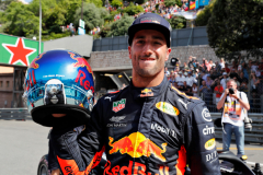 MONTE-CARLO, MONACO - MAY 26:  Pole position qualifier Daniel Ricciardo of Australia and Red Bull Racing celebrates in parc ferme during qualifying for the Monaco Formula One Grand Prix at Circuit de Monaco on May 26, 2018 in Monte-Carlo, Monaco.  (Photo by Getty Images/Getty Images) // Getty Images / Red Bull Content Pool  // AP-1VSHNJ2RD2111 // Usage for editorial use only // Please go to www.redbullcontentpool.com for further information. //