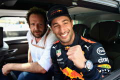MONTE-CARLO, MONACO - MAY 26:  Pole position qualifier Daniel Ricciardo of Australia and Red Bull Racing celebrates in parc ferme during qualifying for the Monaco Formula One Grand Prix at Circuit de Monaco on May 26, 2018 in Monte-Carlo, Monaco.  (Photo by Getty Images/Getty Images) // Getty Images / Red Bull Content Pool  // AP-1VSHRR2XW1W11 // Usage for editorial use only // Please go to www.redbullcontentpool.com for further information. //