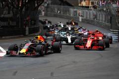 MONTE-CARLO, MONACO - MAY 27: Daniel Ricciardo of Australia driving the (3) Aston Martin Red Bull Racing RB14 TAG Heuer leads the field at the start during the Monaco Formula One Grand Prix at Circuit de Monaco on May 27, 2018 in Monte-Carlo, Monaco.  (Photo by Mark Thompson/Getty Images) // Getty Images / Red Bull Content Pool  // AP-1VSUJRFZ91W11 // Usage for editorial use only // Please go to www.redbullcontentpool.com for further information. //