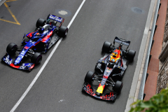 MONTE-CARLO, MONACO - MAY 24: Daniel Ricciardo of Australia driving the (3) Aston Martin Red Bull Racing RB14 TAG Heuer overtakes Brendon Hartley of New Zealand driving the (28) Scuderia Toro Rosso STR13 Honda on track during practice for the Monaco Formula One Grand Prix at Circuit de Monaco on May 24, 2018 in Monte-Carlo, Monaco.  (Photo by Charles Coates/Getty Images) // Getty Images / Red Bull Content Pool  // AP-1VRVHHQ5W1W11 // Usage for editorial use only // Please go to www.redbullcontentpool.com for further information. //