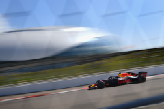 SOCHI, RUSSIA - SEPTEMBER 29: Daniel Ricciardo of Australia driving the (3) Aston Martin Red Bull Racing RB14 TAG Heuer on track during final practice for the Formula One Grand Prix of Russia at Sochi Autodrom on September 29, 2018 in Sochi, Russia.  (Photo by Clive Mason/Getty Images) // Getty Images / Red Bull Content Pool  // AP-1X21XQ9Y92511 // Usage for editorial use only // Please go to www.redbullcontentpool.com for further information. //