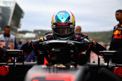 SOCHI, RUSSIA - SEPTEMBER 30:  Daniel Ricciardo of Australia and Red Bull Racing prepares to drive on the grid before the Formula One Grand Prix of Russia at Sochi Autodrom on September 30, 2018 in Sochi, Russia.  (Photo by Mark Thompson/Getty Images) // Getty Images / Red Bull Content Pool  // AP-1X2E4QZNW1W11 // Usage for editorial use only // Please go to www.redbullcontentpool.com for further information. //