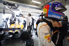 Shanghai International Circuit, Shanghai, China. Saturday 14th April, 2018. Fernando Alonso, McLaren, in the garage.Copyright: Steven Tee/McLaren_1ST4062