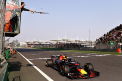 SHANGHAI, CHINA - APRIL 15:  Race winner Daniel Ricciardo of Australia driving the (3) Aston Martin Red Bull Racing RB14 TAG Heuer takes the chequered flag during the Formula One Grand Prix of China at Shanghai International Circuit on April 15, 2018 in Shanghai, China.  (Photo by Lars Baron/Getty Images) // Getty Images / Red Bull Content Pool  // AP-1VC8JM2212111 // Usage for editorial use only // Please go to www.redbullcontentpool.com for further information. //