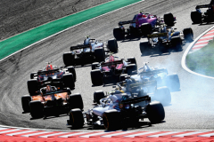 SUZUKA, JAPAN - OCTOBER 07:  Daniel Ricciardo of Australia driving the (3) Aston Martin Red Bull Racing RB14 TAG Heuer is seen among others at the start during the Formula One Grand Prix of Japan at Suzuka Circuit on October 7, 2018 in Suzuka.  (Photo by Mark Thompson/Getty Images) // Getty Images / Red Bull Content Pool  // AP-1X4KVSWA11W11 // Usage for editorial use only // Please go to www.redbullcontentpool.com for further information. //