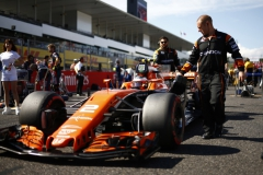 Suzuka Circuit, Japan.Sunday 8 October 2017.Stoffel Vandoorne, McLaren MCL32 Honda, arrives the grid.Photo: Andrew Hone/McLarenref: Digital Image _ONZ3904