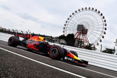 SUZUKA, JAPAN - OCTOBER 06: Daniel Ricciardo of Australia driving the (3) Red Bull Racing Red Bull-TAG Heuer RB13 TAG Heuer on track during practice for the Formula One Grand Prix of Japan at Suzuka Circuit on October 6, 2017 in Suzuka. (Photo by Lars Baron/Getty Images) // Getty Images / Red Bull Content Pool // P-20171006-00080 // Usage for editorial use only // Please go to www.redbullcontentpool.com for further information. //