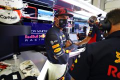 SPIELBERG, AUSTRIA - JULY 05: Max Verstappen of Netherlands and Red Bull Racing talks with Red Bull Racing Team Principal Christian Horner and Red Bull Racing Team Consultant Dr Helmut Marko in the garage before the Formula One Grand Prix of Austria at Red Bull Ring on July 05, 2020 in Spielberg, Austria. (Photo by Getty Images/Getty Images) // Getty Images / Red Bull Content Pool  // AP-24HRKCYV12111 // Usage for editorial use only //